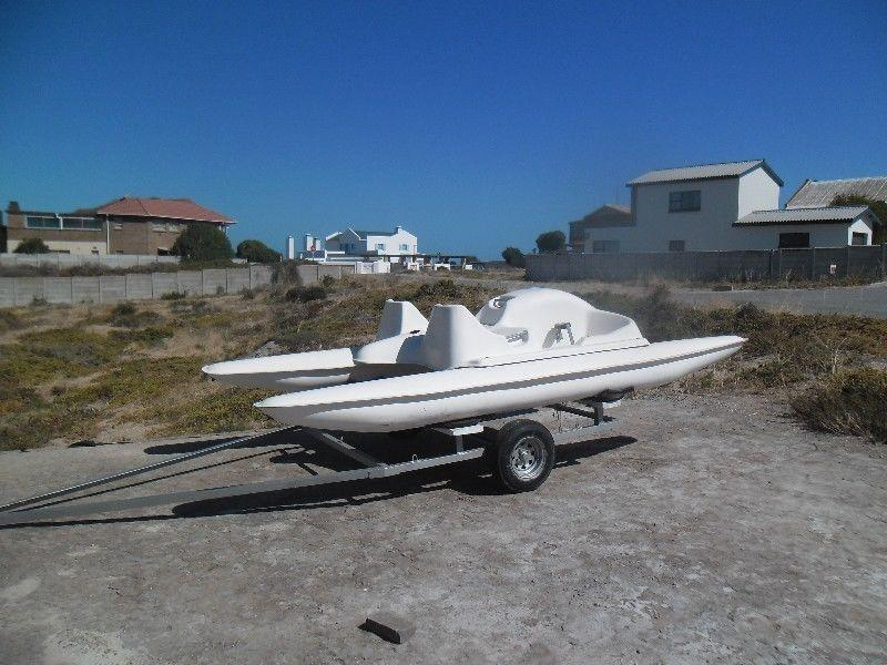 Padal boat and trailer R 9 000 . 00