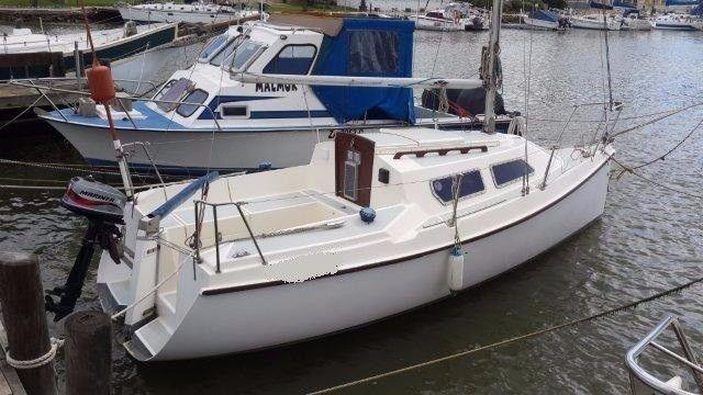 GOOD DEAL! 19 ft TLC fixed keel R55 000 - West Coast. Make Offer. Call Ange` 082 883 0799