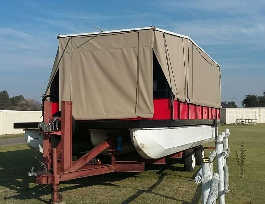 Pontoon party house with 75hp mercury