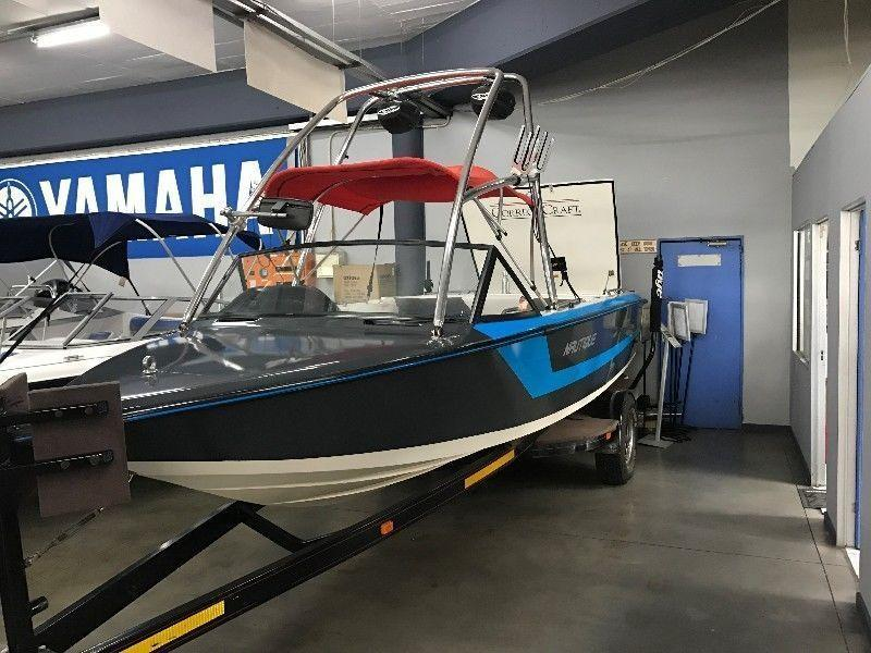 Ski Nautique V-Drive with PCM 7.4 L Inboard Engine, Wake Tower, Fly-by-wire, sound system - Linex