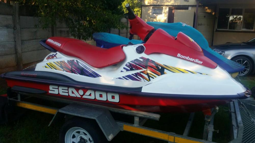 2 Jetskis and trailer for Sale