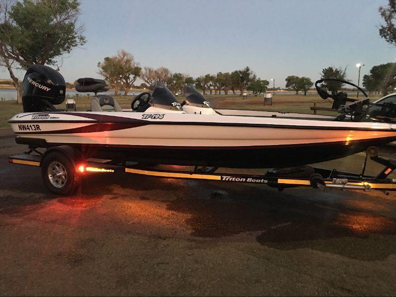 Triton Tr19.6 bass boat