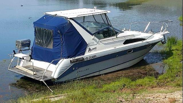 2755 Bayliner Sunbridge motor cruiser (low hours)