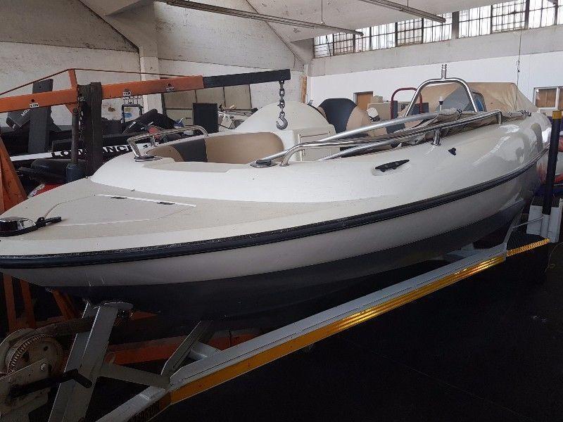 17ft Sunseeker Boat