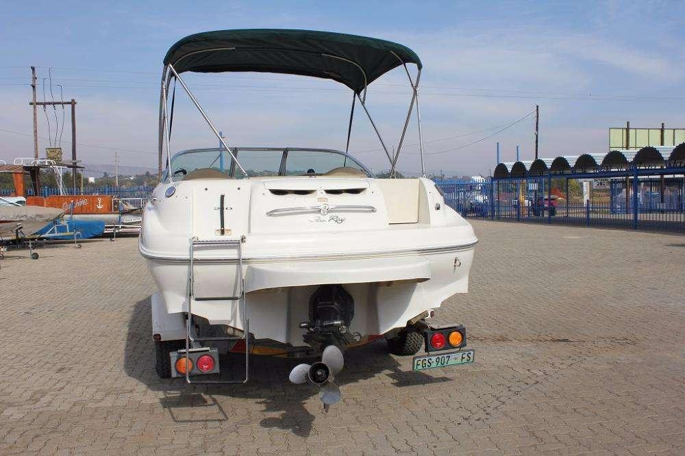 210 Searay Sundeck with 5.7 L Mercruiser inboard