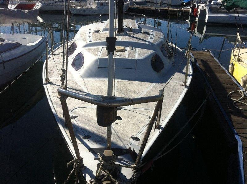 Mooring walk on Rcyc and Yacht Theta 26 with furling jib
