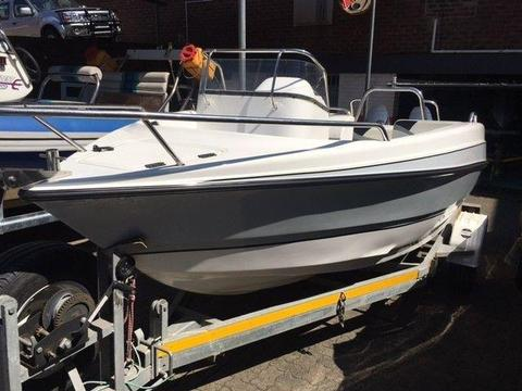 Explorer 510 DEMO with 2 x 60 HP 2 stroke Motors (or 1 x New 100 HP Four stroke-add R20k) R230 000