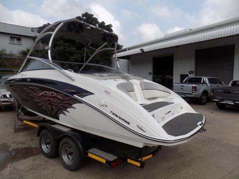 Yamaha Jet Boat AR240 2x 1800 motors 110 hrs
