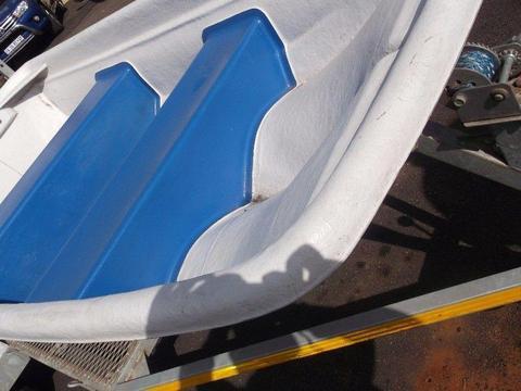 Splash Kayak with trailer in good condition