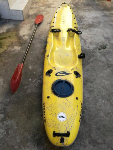 AWESOME KAYAK - STEALTH SURFA- FOR SALE WITH OAR