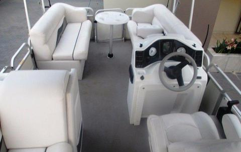 Pontoon boat for sale. R450,000.00