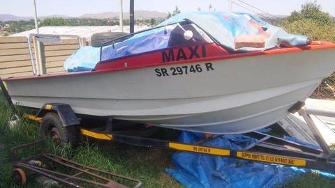 Small fishing (dam) boat