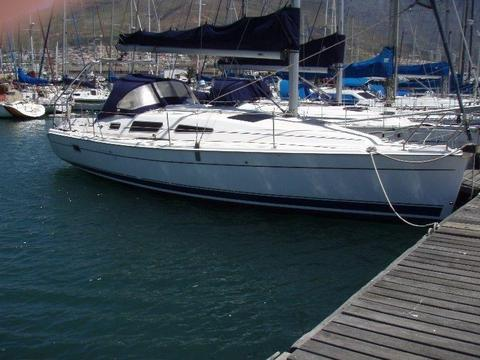 33 ft Hunter Legend 2009 Model for sale at R620 000. Call Anje` to view 082 883 0799. Langebaan