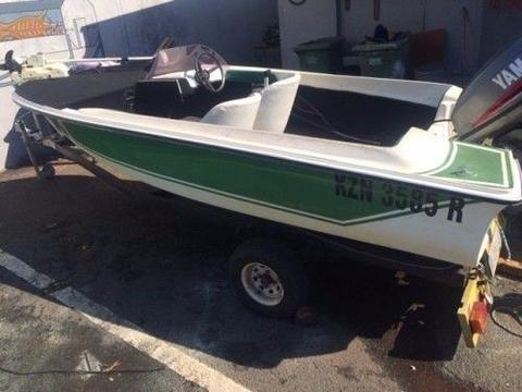 bass boat with yamaha 60hp motor and trolling motor