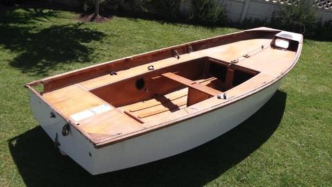 Mirror sailing boat - classicq