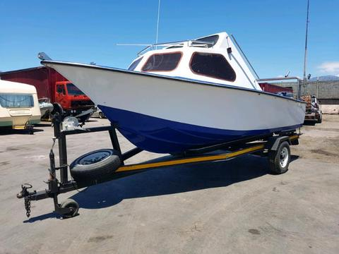 Cabin cruiser fitted with 2 x mariner 45hp motors