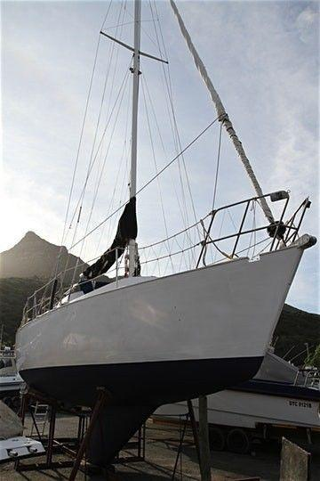 34' Formosa sailing yacht for sale R385 000. Call Anje` 082 883 0799 to view Cape Town