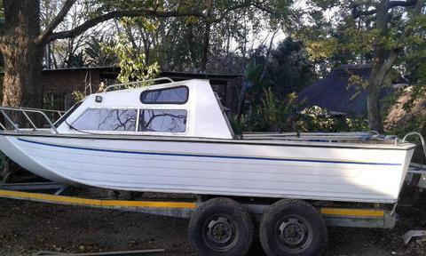 Aluminium cabin cruiser