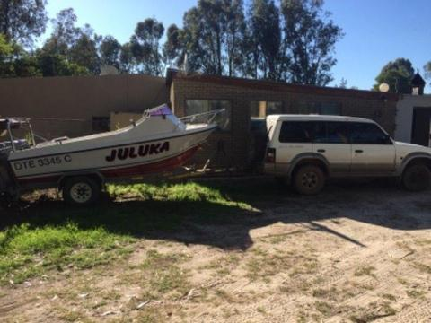 Boat and tow vehicle (complete rig )