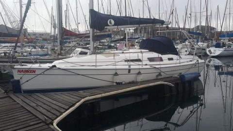 Beautiful 33 ft Hunter sailing yacht 2009 Model for sale at R799 000. Call Anje` 082 883 0799
