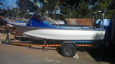Trim Craft Ski boat 4.8m 2 x 40 hp Yamaha 2 stroke motors electric sta