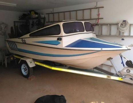 Bay/Dam/River Boat