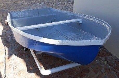 Dinghy rowboat