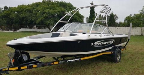 2005 Moomba Outback 20ft with 5.7L V8 Indmar Assault